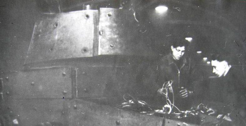 Ремонт танка на заводе им. Сталина. 1942 г.