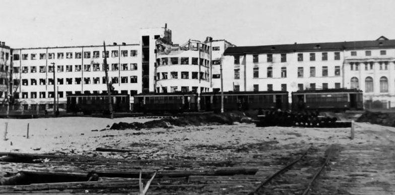 Здание Архангельского лесотехнического института после бомбёжки. 1941 г.