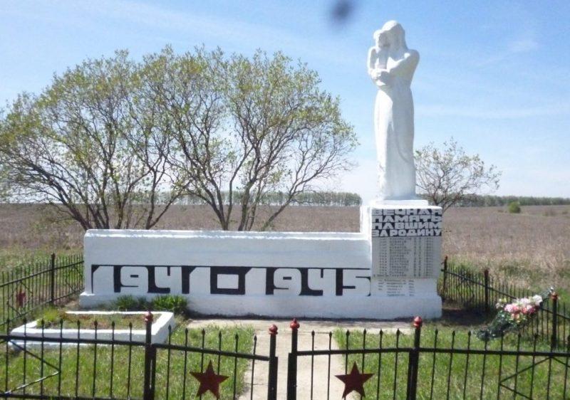 д. Сухой ручей Тепло-Огаревского р-на. Памятник, установленный в 1965 году на братской могиле, в которой захоронены советские воины.