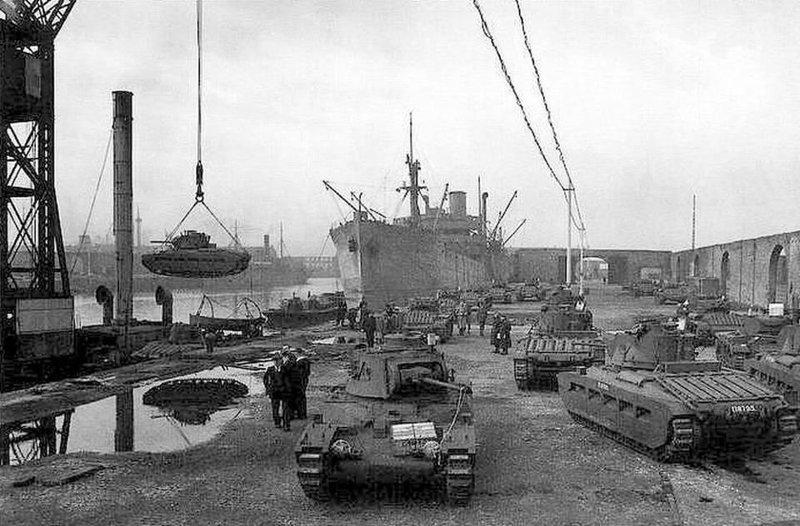 Разгрузка поставок Ленд-лиза в порту. 1941 г.