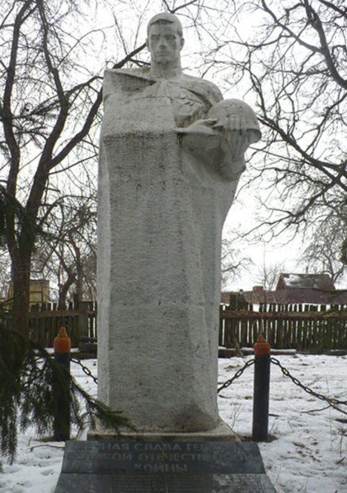 д. Даниловка Алексинского городского округа. Памятник, установленный на братской могиле, в которой похоронены советские воины.