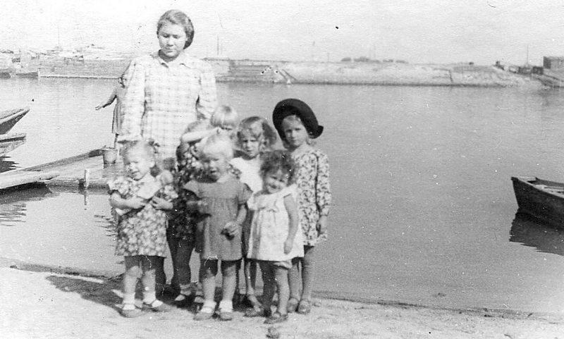 Дети войны на р. Кривая Болда. 1942 г.