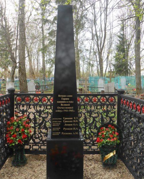 д. Бредихино Дубенского р-на. Обелиск, установленный в 2015 году на братской могиле советских воинов, погибших в годы войны.