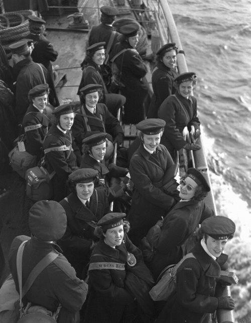 Служащие WRCNS прибывают в Англию. Октябрь 1944 г.