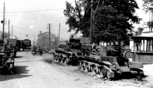 Танки на Театральной площади. 1941 г.