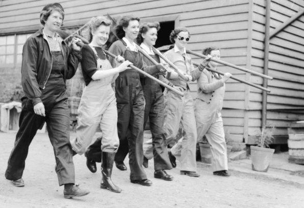 Выход на работу сотрудниц AWLA. 1944 г.