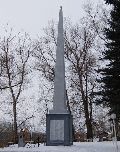 п. Мышега Алексинского городского округа. Стела памяти Мышегским воинам и 238-й дивизии, установленная на Южной улице.