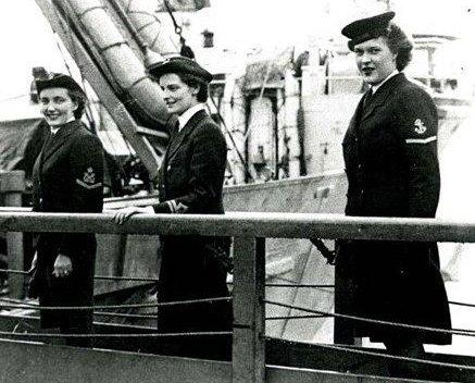 Служащие WRCNS на военно-морской базе. 1944 г.