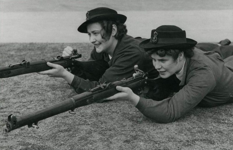 Служащие WRANS на стрельбище. 1940 г.