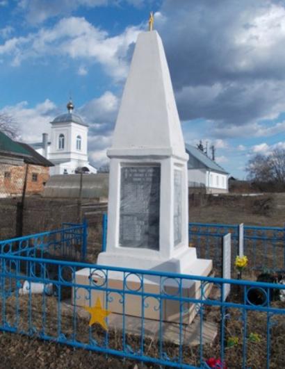 д. Высоцкое Узловского р-на. Памятник, установленный в 1965 году односельчанам, погибшим в годы войны.