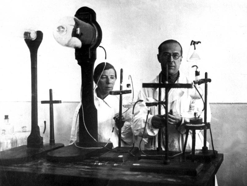 Профессор АГМИ А.П.Татаров и ассистент Эдеман С.А. разработчики технологии использования для пищи беломорских водорослей. 1942 г.