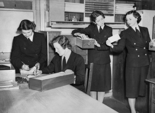 Служащие медицинского центра. 1941 г.