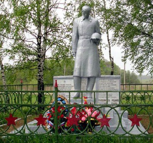 д. Пушкино Алексинского городского округа. Памятник, установленный на братской могиле, в которой похоронены советские воины.