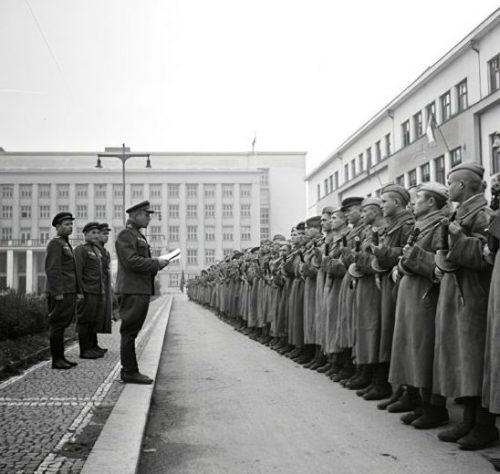 Красная Армия в городе. 1944 г.