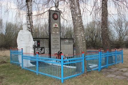 д. Пестово Узловского р-на. Памятник, установленный в 1971 году в честь односельчан, погибших в годы войны.