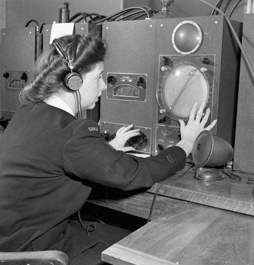 Оператор радиолокатора на базе Coverdal. Нью-Брансуик, август 1945 г.