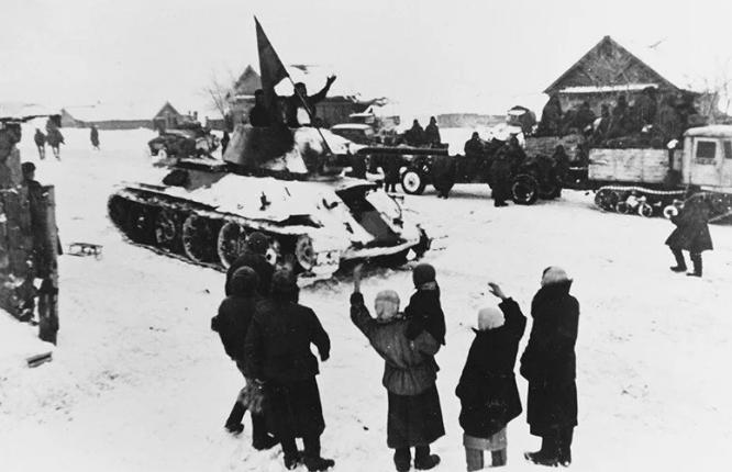 Красная Армия входит в город. Декабрь 1941 г.