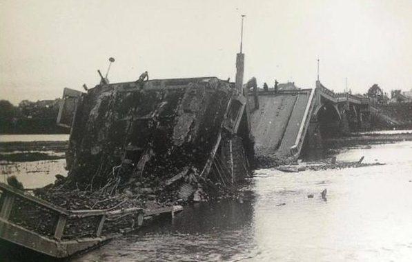 Разрушенные мосты города. 1944 г.