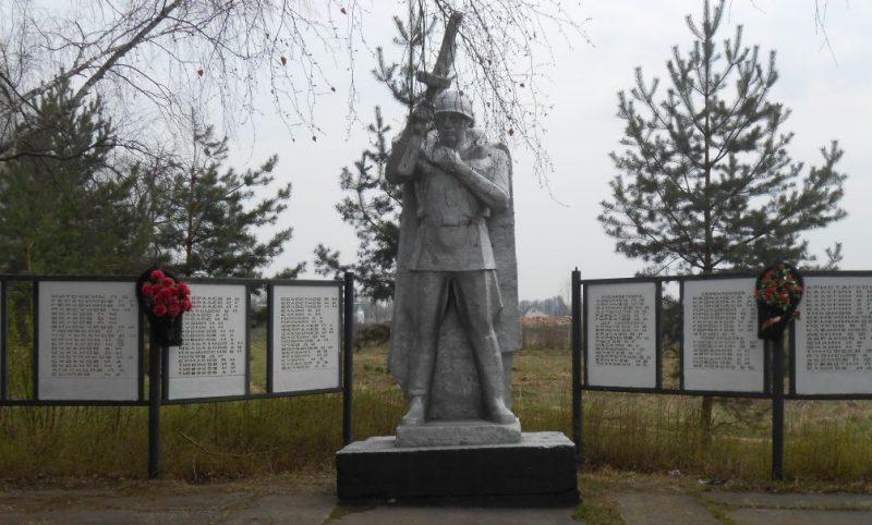 с. Новое Павшино Дубенского р-на. Памятник, установленный на братской могиле советских воинов, погибших в годы войны.
