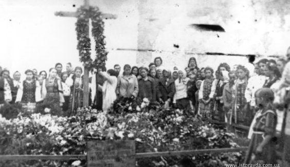 Похороны погибших в тюрьме НКВД горожан. Лето 1941 г.