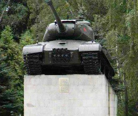 Памятник-танк ИС-2.