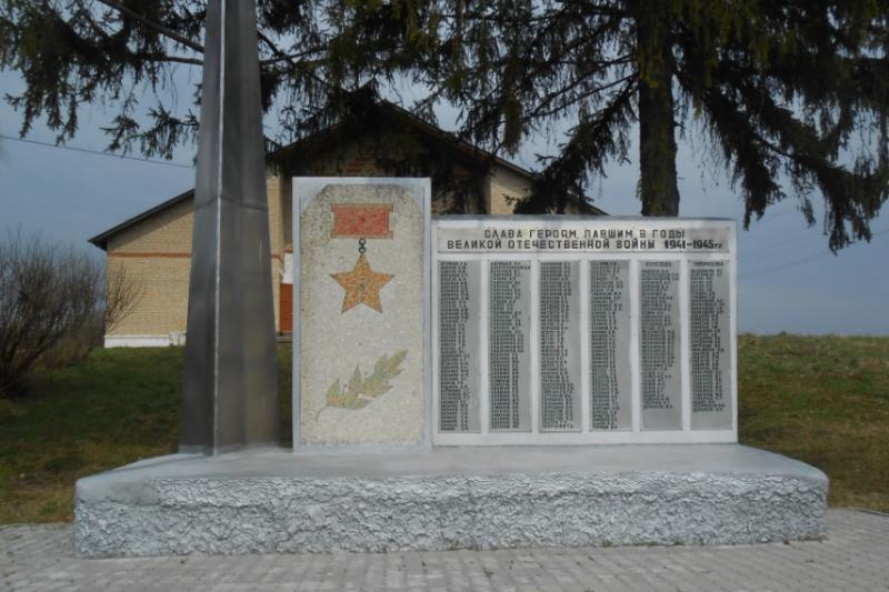 с. Протасово Дубенского р-на. Памятник, установленный в 1992 году на братской могиле советских воинов, погибших в годы войны.