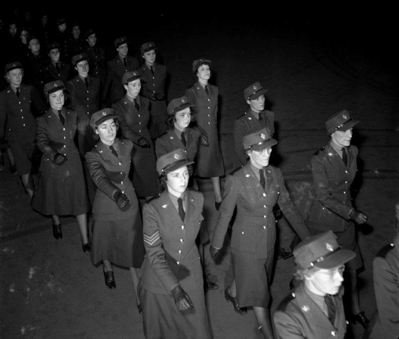 Служащие CWAC на параде. Декабрь 1941 г.