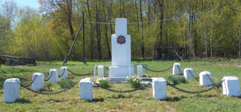д. Сизенево Дубенского р-на. Памятник, установленный в 1960 году на братской могиле советских воинов, погибших в годы войны.