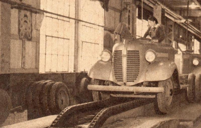 Члены Женского корпуса на автомобильном заводе. 1942 г.