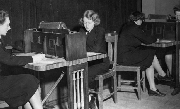Курсанты школы радистов WRANS. 1944 г.