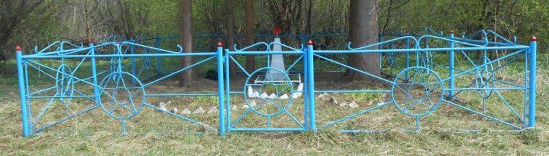 с. Скоморошки Дубенского р-на. Братская могила советских воинов по улице Луговой.
