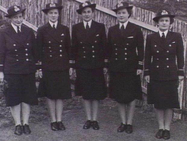 Офицеры WRANS на базе ВМФ Флиндерс. 1944 г.