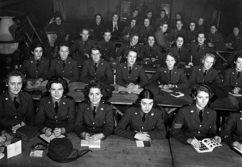 Курсанты CWAC на занятиях. Декабрь 1941 г.