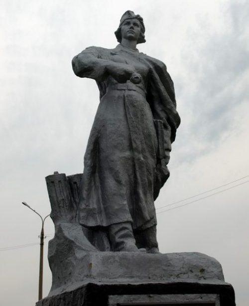 Памятник зенитчицам.