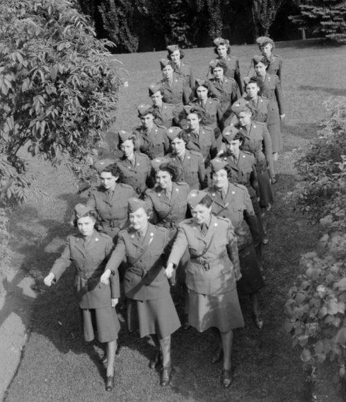 Члены CWAC. Август 1942 г.