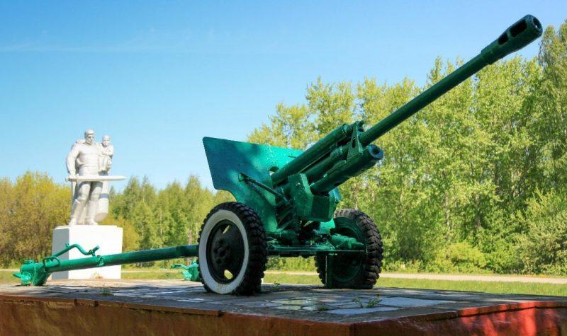 Памятник-пушка на мемориале ЗИС-3.