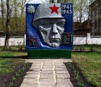 г. Узловая. Стела в честь 30-летия Победы, установленная на Заводской площади Узловского машиностроительного завода.