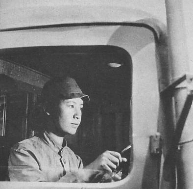 Женщина водитель грузовика. 1942 г.
