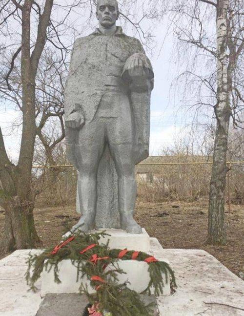 с. Белый Колодезь Арсеньевского р-на. Памятник, установленный на братской могиле, в которой похоронены советские воины.
