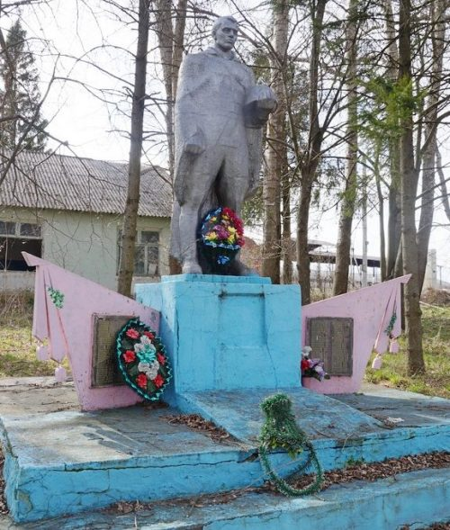 д. Боброво Арсеньевского р-на. Памятник погибшим землякам.