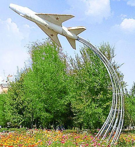 г. Ахтубинск. Памятник-самолет в Центральном парке культуры и отдыха.