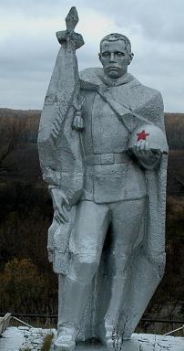 д. Большие Голубочки Арсеньевского р-на. Памятник, установленный на братской могиле, в которой похоронены советские воины.