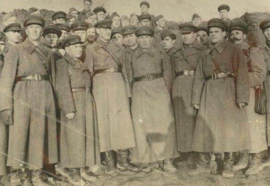 Советские офицеры и солдаты 65-й стрелковой дивизии. Весна 1942 г.