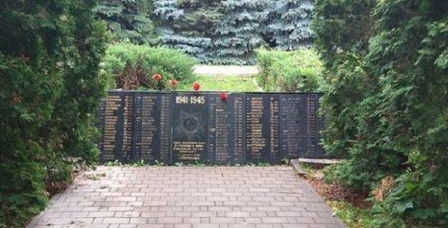 Мемориальная стела на мемориале.
