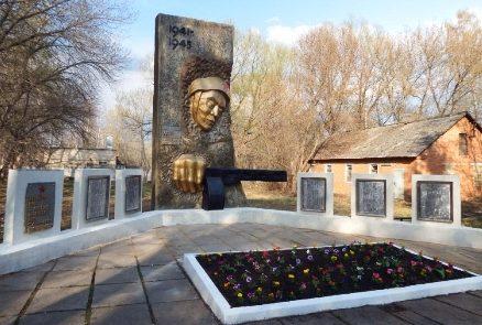 д. Федоровка Узловского р-на. Мемориал, установленный в 1982 году односельчанам, погибшим в годы войны.