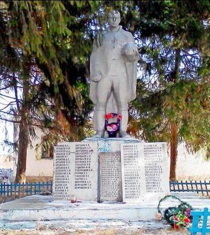 п. Буревестник Арсеньевского р-на. Памятник, установленный на братской могиле, в которой похоронены советские воины.