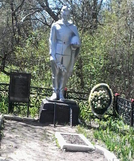 с. Большое Скуратово Чернского р-на. Памятник, установленный на братской могиле, в которой похоронены советские воины.