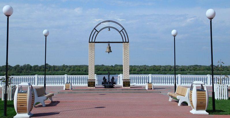 Общий вид памятника «Колокол памяти».