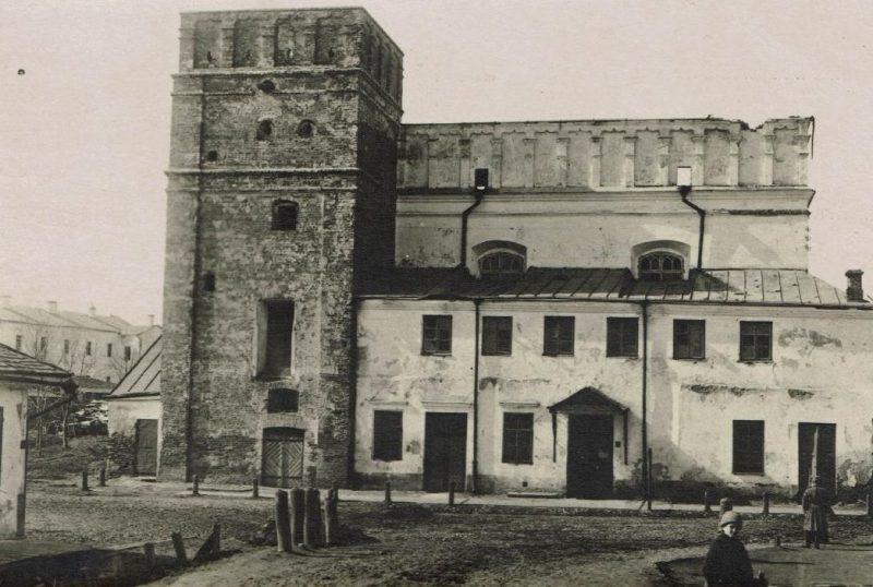 Большая синагога в Луцке до подрыва немцами. 1942 г.