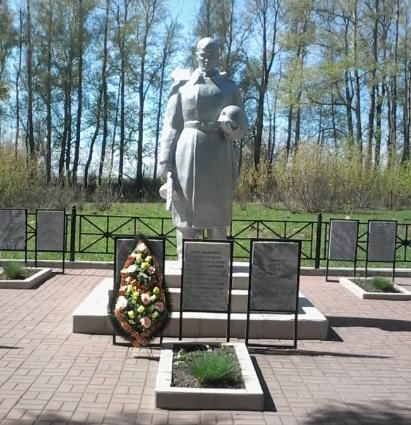 п. Воропаевский Чернского р-на. Памятник, установленный на братской могиле, в которой похоронены советские воины.